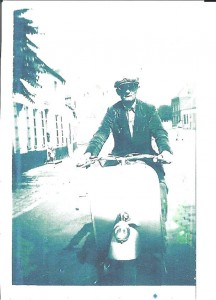 1e  Vespa de Georges Cartage, rue Emile Vandervelde